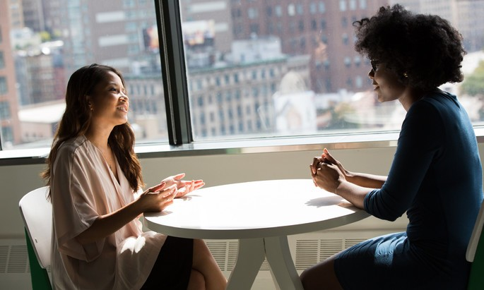 imagem mulheres conversando