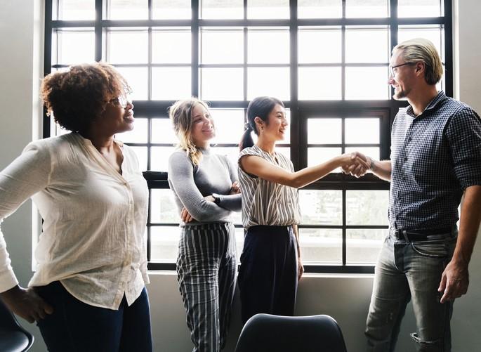 As pessoas firmam parcerias com quem conhecem e confiam
