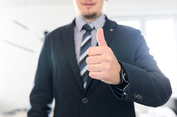 A liderança persuasiva procura convencer a equipe das suas decisões