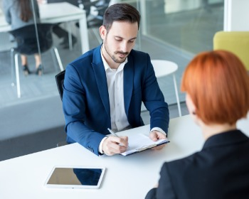 Saiba como responder aos defeitos na entrevista de emprego