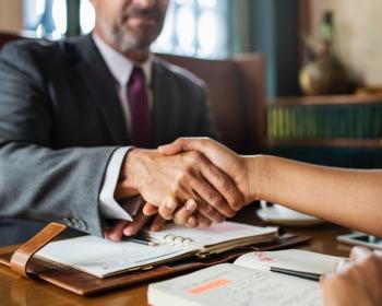 Como se comportar numa entrevista de emprego