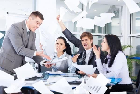 Ser viciado em trabalho pode prejudicar os relacionamentos com os colegas