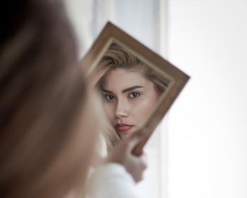 Dinâmica do Espelho: como ampliar o seu autoconhecimento