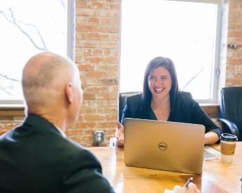 Saiba o que é e como fazer uma entrevista semiestruturada