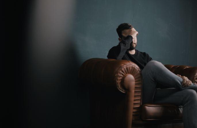 Procurar ajuda profissional de um psicoterapeuta, pode contribuir para minimizar os sintomas do estresse