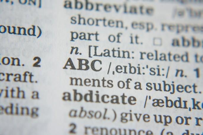 A leitura proporciona o enriquecimento do vocabulário através da aprendizagem de novas palavras e expressões