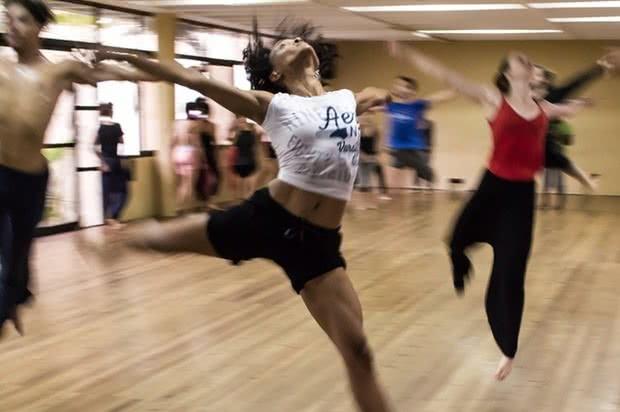 Dançar é um passatempo de baixo custo