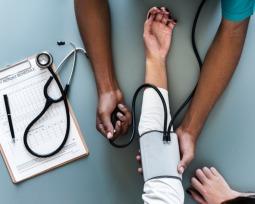 Quanto ganha um médico? Confira as médias salariais