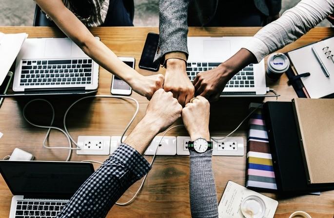 A liderança participativa conta com a equipe na tomada de decisões