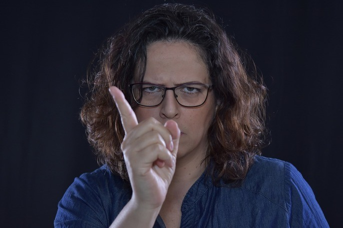 O comportamento passivo agressivo pode se manifestar em gestos